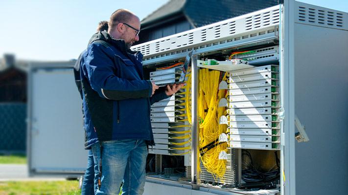 Backbone Carrier epcan sicheres und hochverfügbares Netzwerk Peerings mit DE-CIX AMS-IX NDIX Deutsche Glasfaser 1&1 Versatel
